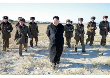 161202-rs-kim-jong-un-marschall-kim-jong-un-begutachtete-eine-grosse-kanonenfeueruebung-der-koreanischen-volksarmee-02-%ea%b2%bd%ec%95%a0%ed%95%98%eb%8a%94-%ea%b9%80%ec%a0%95%ec%9d%80