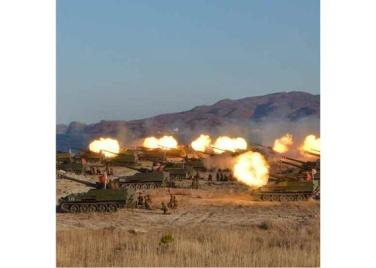 161202-rs-kim-jong-un-marschall-kim-jong-un-begutachtete-eine-grosse-kanonenfeueruebung-der-koreanischen-volksarmee-12-%ea%b2%bd%ec%95%a0%ed%95%98%eb%8a%94-%ea%b9%80%ec%a0%95%ec%9d%80
