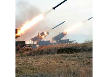 161202-rs-kim-jong-un-marschall-kim-jong-un-begutachtete-eine-grosse-kanonenfeueruebung-der-koreanischen-volksarmee-13-%ea%b2%bd%ec%95%a0%ed%95%98%eb%8a%94-%ea%b9%80%ec%a0%95%ec%9d%80