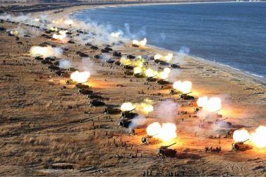 161202-sk-kim-jong-un-marschall-kim-jong-un-begutachtete-eine-grosse-kanonenfeueruebung-der-koreanischen-volksarmee-01-%ea%b2%bd%ec%95%a0%ed%95%98%eb%8a%94-%ea%b9%80%ec%a0%95%ec%9d%80