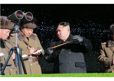 161211-rs-kim-jong-un-marschall-kim-jong-un-leitete-eine-gefechtsuebung-der-angehoerigen-des-der-525-truppe-direkt-unterstellten-spezialoperationsbataillons-der-kva-05-%ea%b2%bd%ec%95%a0