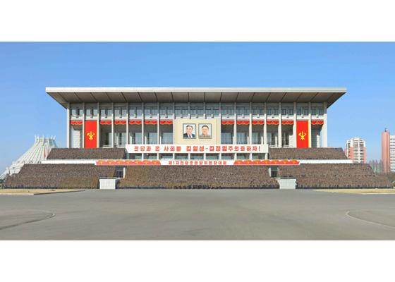 161229-rs-kim-jong-un-genosse-kim-jong-un-liess-ein-erinnerungsfoto-mit-den-teilnehmern-am-1-landestreffen-der-vorsitzenden-der-parteigrundorganisationen-machen-%ea%b2%bd%ec%95%a0%ed%95%98