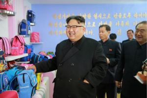 170105-%ec%a1%b0%ec%84%a0%ec%9d%98-%ec%98%a4%eb%8a%98-kim-jong-un-genosse-kim-jong-un-besichtigte-die-taschenfabrik-pyongyang-01-%ea%b2%bd%ec%95%a0%ed%95%98%eb%8a%94-%ec%b5%9c%ea%b3%a0