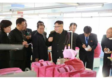 170105-rs-kim-jong-un-genosse-kim-jong-un-besichtigte-die-taschenfabrik-pyongyang-02-%ea%b2%bd%ec%95%a0%ed%95%98%eb%8a%94-%ec%b5%9c%ea%b3%a0%eb%a0%b9%eb%8f%84%ec%9e%90-%ea%b9%80%ec%a0%95