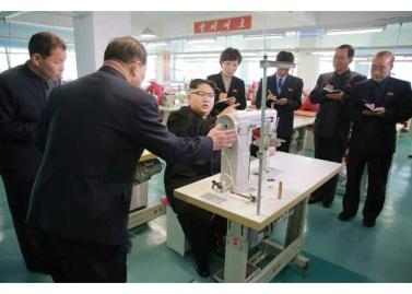 170105-rs-kim-jong-un-genosse-kim-jong-un-besichtigte-die-taschenfabrik-pyongyang-03-%ea%b2%bd%ec%95%a0%ed%95%98%eb%8a%94-%ec%b5%9c%ea%b3%a0%eb%a0%b9%eb%8f%84%ec%9e%90-%ea%b9%80%ec%a0%95