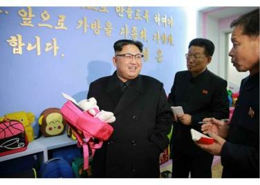 170105-rs-kim-jong-un-genosse-kim-jong-un-besichtigte-die-taschenfabrik-pyongyang-06-%ea%b2%bd%ec%95%a0%ed%95%98%eb%8a%94-%ec%b5%9c%ea%b3%a0%eb%a0%b9%eb%8f%84%ec%9e%90-%ea%b9%80%ec%a0%95