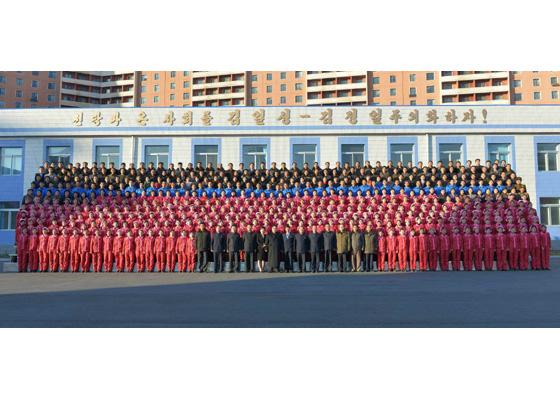 170105-rs-kim-jong-un-genosse-kim-jong-un-besichtigte-die-taschenfabrik-pyongyang-14-%ea%b2%bd%ec%95%a0%ed%95%98%eb%8a%94-%ec%b5%9c%ea%b3%a0%eb%a0%b9%eb%8f%84%ec%9e%90-%ea%b9%80%ec%a0%95