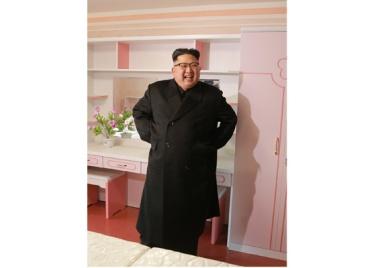 170108-rs-genosse-kim-jong-un-besichtigte-produktionsprozess-fuer-decken-und-arbeiterwohnheim-der-pyongyanger-seidenspinnerei-kim-jong-suk-09-%ea%b2%bd%ec%95%a0%ed%95%98%eb%8a%94-%ec%b5%9c