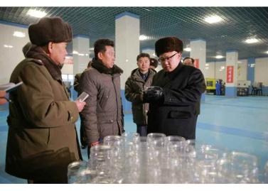 170115-rs-kim-jong-un-genosse-kim-jong-un-besichtigte-den-neu-gebauten-marinadenverarbeitungs-und-fischereibetrieb-kumsanpho-02-%ea%b2%bd%ec%95%a0%ed%95%98%eb%8a%94-%ec%b5%9c%ea%b3%a0