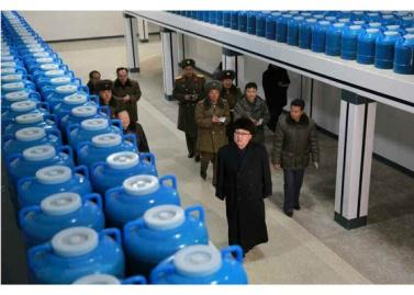 170115-rs-kim-jong-un-genosse-kim-jong-un-besichtigte-den-neu-gebauten-marinadenverarbeitungs-und-fischereibetrieb-kumsanpho-03-%ea%b2%bd%ec%95%a0%ed%95%98%eb%8a%94-%ec%b5%9c%ea%b3%a0