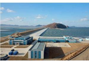 170115-rs-kim-jong-un-genosse-kim-jong-un-besichtigte-den-neu-gebauten-marinadenverarbeitungs-und-fischereibetrieb-kumsanpho-04-%ea%b2%bd%ec%95%a0%ed%95%98%eb%8a%94-%ec%b5%9c%ea%b3%a0
