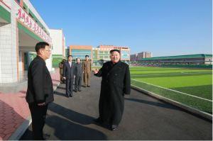 170202-%ec%a1%b0%ec%84%a0%ec%9d%98-%ec%98%a4%eb%8a%98-kim-jong-un-genosse-kim-jong-un-besichtigte-die-neu-errichtete-waisengrundschule-pyongyang-01-%ea%b2%bd%ec%95%a0%ed%95%98%eb%8a%94
