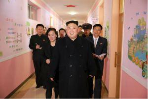 170202-%ec%a1%b0%ec%84%a0%ec%9d%98-%ec%98%a4%eb%8a%98-kim-jong-un-genosse-kim-jong-un-besichtigte-die-neu-errichtete-waisengrundschule-pyongyang-05-%ea%b2%bd%ec%95%a0%ed%95%98%eb%8a%94