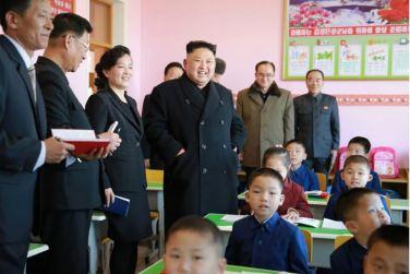 170202-%ec%a1%b0%ec%84%a0%ec%9d%98-%ec%98%a4%eb%8a%98-kim-jong-un-genosse-kim-jong-un-besichtigte-die-neu-errichtete-waisengrundschule-pyongyang-06-%ea%b2%bd%ec%95%a0%ed%95%98%eb%8a%94