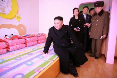 170202-%ec%a1%b0%ec%84%a0%ec%9d%98-%ec%98%a4%eb%8a%98-kim-jong-un-genosse-kim-jong-un-besichtigte-die-neu-errichtete-waisengrundschule-pyongyang-07-%ea%b2%bd%ec%95%a0%ed%95%98%eb%8a%94