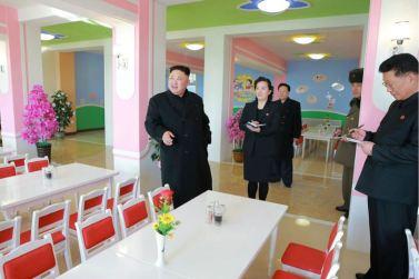 170202-%ec%a1%b0%ec%84%a0%ec%9d%98-%ec%98%a4%eb%8a%98-kim-jong-un-genosse-kim-jong-un-besichtigte-die-neu-errichtete-waisengrundschule-pyongyang-09-%ea%b2%bd%ec%95%a0%ed%95%98%eb%8a%94