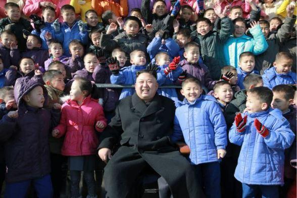 170202-%ec%a1%b0%ec%84%a0%ec%9d%98-%ec%98%a4%eb%8a%98-kim-jong-un-genosse-kim-jong-un-besichtigte-die-neu-errichtete-waisengrundschule-pyongyang-13-%ea%b2%bd%ec%95%a0%ed%95%98%eb%8a%94