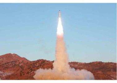 170213-rs-kim-jong-un-marschall-kim-jong-un-leitete-erfolgreichen-probeschuss-der-strategischen-ballistischen-boden-boden-mittellangstreckenrakete-pukguksong-2-15-%ec%a7%80%ec%83%81
