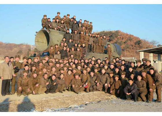 170213-rs-kim-jong-un-marschall-kim-jong-un-leitete-erfolgreichen-probeschuss-der-strategischen-ballistischen-boden-boden-mittellangstreckenrakete-pukguksong-2-20-%ec%a7%80%ec%83%81